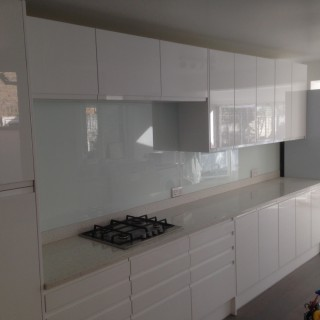 white splashback glass